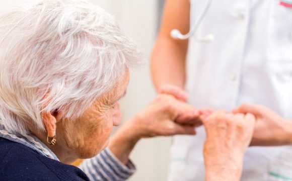 Болезни десен в шесть раз ускоряют развитие старческого слабоумия